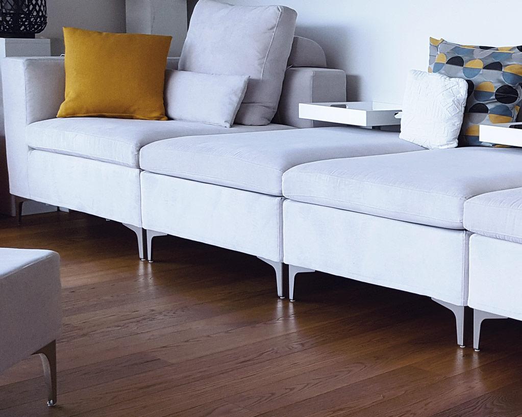 divano Essenza con piedini alti e seduta sostenuta - SOFA DESIGN ...